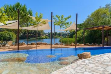 Precioso alojamiento con cabañas y vistas al lago, a 15 km de Córdoba
