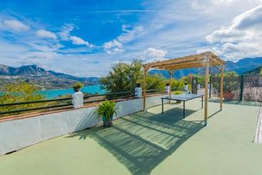 Fantastic holiday villa with swimming pool and splendid views in Zahara de la Sierra