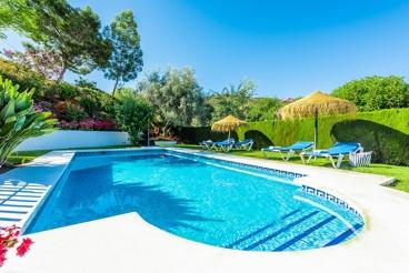 Casa con encanto rústico y precioso jardín cerca de los Montes de Málaga