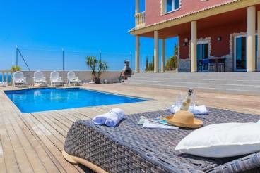 Splendid villa with marvellous terrace, ideal for relaxing holidays near Malaga