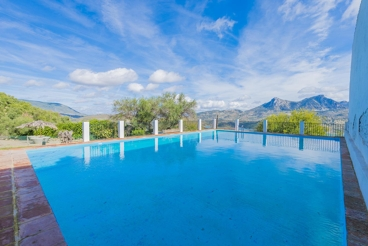 6-bed holiday home with fireplace in Zahara de la Sierra