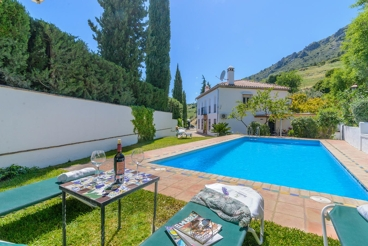 10-people holiday villa surrounded by nature, near Gaucín