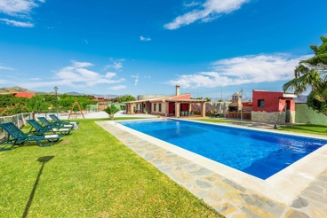 Spacious holiday home with fabulous outdoor area and panoramic views