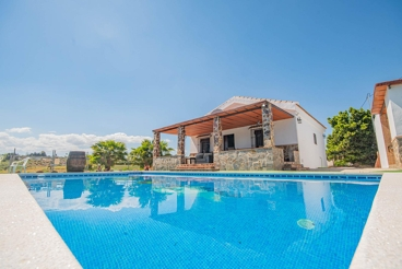 Holiday Home near the beach with swimming pool and Wifi in Cártama