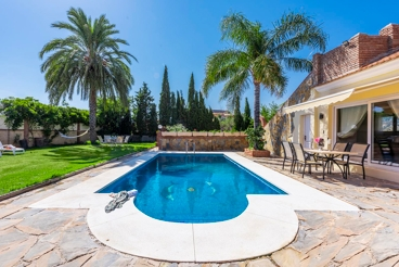 Modern holiday home with fenced garden in Mijas - sleeps 8