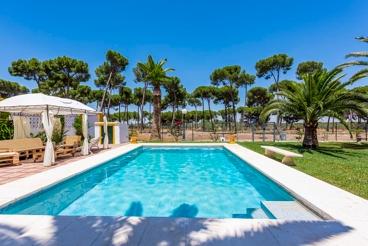 Ruim vakantiehuis voor groepen met prachtige tuin in de provincie Sevilla