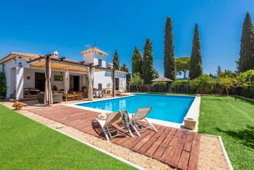 Holiday home with lovely features and spectacular private garden