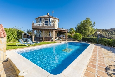 Pittoresque villa avec vues impressionnantes et joli jardin privé