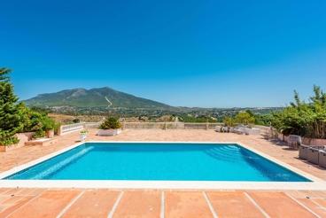 Amplia casa de vacaciones con Jacuzzi exterior y fabulosas vistas