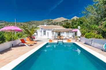 Casa Rural con chimenea y piscina en Cómpeta