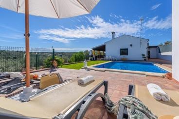 Vakantiehuis met zwembad en barbecue in La Puebla de Los Infantes