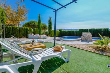 Casa rural con mesa de ping-pong y parque infantil en la provincia de Granada