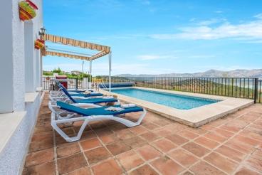 Amplia casa rural con piscina climatizada y espectaculares vistas panorámicas
