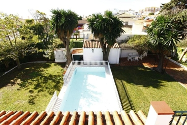 Holiday Home near the beach with barbecue and garden in Benalmádena