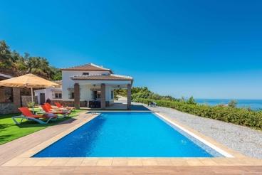 Jolie villa avec vues impressionnantes à la montagne près de Sayalonga