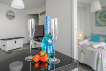 Lovely holiday apartment within a few metres from the beach - perfect for couples