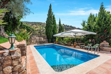Prachtig 12-persoons vakantiehuis met relaxte buitenruimte en jacuzzi