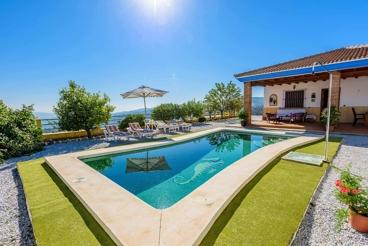 4-bedroom holiday villa with whirlpool bathtub in Malaga province