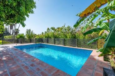 Ruim 12-persoons vakantiehuis dichtbij het strand en op 15 km van Malaga stad