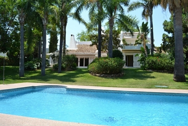 Luxury villa with barbecue and swimming pool in Marbella