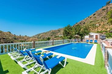 Gezellig vakantiehuis met omheind zwembad in de bergen - ideaal voor kleine groepen