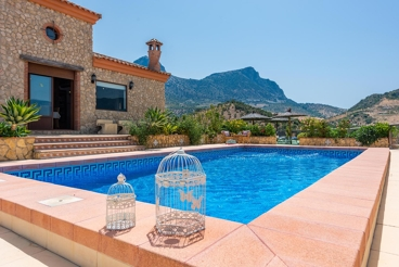 Quaint holiday home with vistas in the mountains of Cadiz