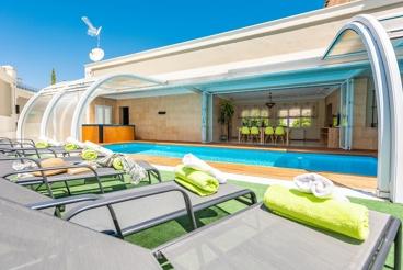 Fabulosa casa de vacaciones para 12 personas con Jacuzzi y piscina climatizada