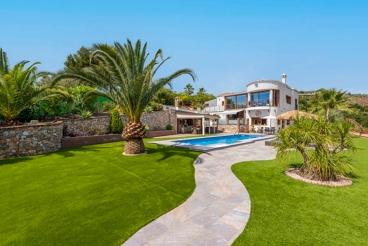 Vakantiehuis met verwarmd zwembad en tuin in Torrox