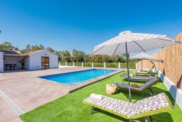 Modernes Ferienhaus in schöner Umgebung, in der Nähe von Malaga