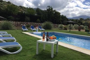 Vakantiehuis met zwembad en openhaard in Ubrique