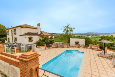 Marvelous villa with pool and barbecue, ideal for groups