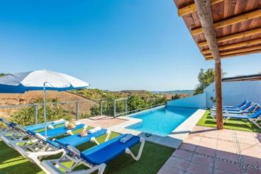 Casa ideal para familias, con preciosos exteriores y vistas de ensueño