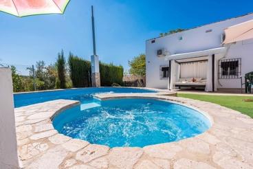 Casa rural con piscina de burbujas y cama balinesa