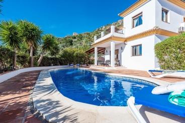 Fabulosa casa de vacaciones para 8 personas con piscina climatizada