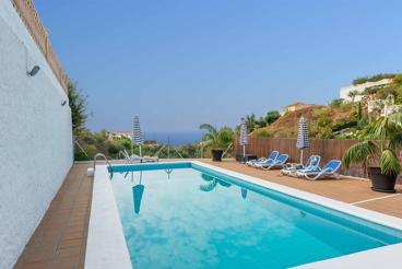 Villa avec vues mer et superbe intérieur à 1 km de la plage