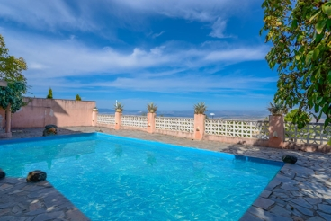 Quaint holiday villa overlooking the sierra - 17 km from Granada