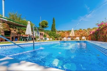 Holiday Home with swimming pool and barbecue in Ardales