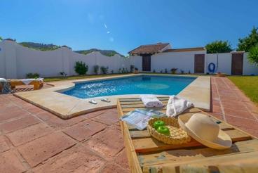 Spacious holiday home with gorgeous garden near Malaga city - sleeps 10
