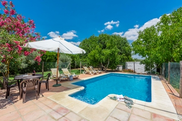 Welcoming villa with fenced pool in Ronda