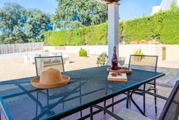Vakantiehuis met barbecue en zwembad in Gerena