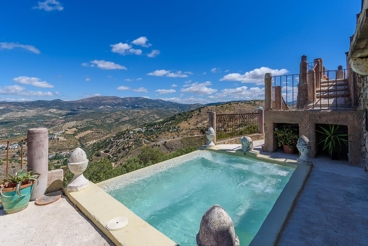 Holiday Home with garden and Wifi in Algarinejo