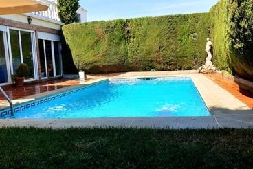 Casa Rural con Wifi y jardín en La Zubia