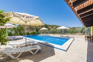 Holiday Home with barbecue and swimming pool in Priego de Córdoba