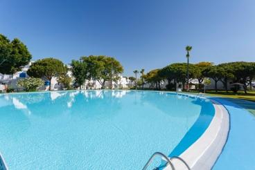 Apartamento con jardín y piscina en Chiclana de la Frontera