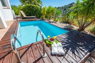 Casa Rural con piscina y jacuzzi en Comares
