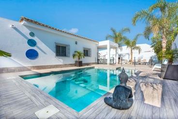 Moderna casa de vacaciones con patio privado cerca de Conil de la Frontera