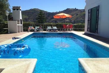 Peaceful villa minutes from Competa with private pool, free wi-fi and air con