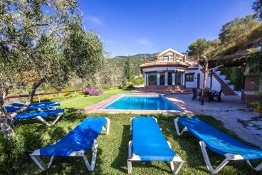 Rustic villa with heated pool, sauna and stunning views