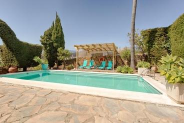 Spacious holiday home near Marbella - sleeps 12