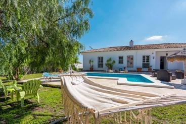 Vakantiehuis met tuin en zwembad in Alhaurín de la Torre